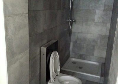 Point eau (avant installation lavabo et miroir).