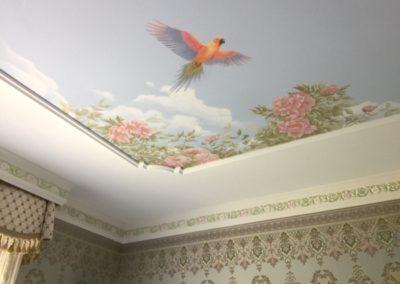 Plafond peint et corniche en polychromie et feuille d'or.