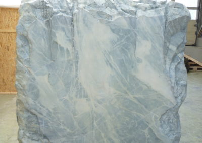 Pour Valentin Carron: Bloc de 1 m2 de blanc veiné.