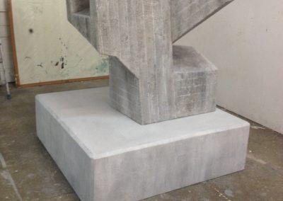 Pour Valentin Carron: réplique de sculpture, béton.