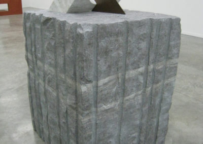 Pour Valentin Carron: réplique de sculpture, pierre. et marbre.