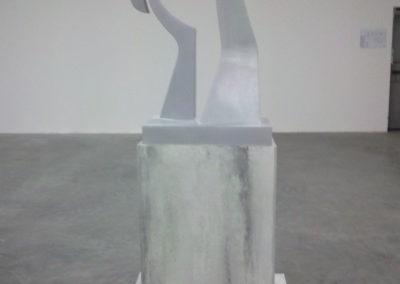 Pour Valentin Carron: réplique de sculpture, aluminium et béton.