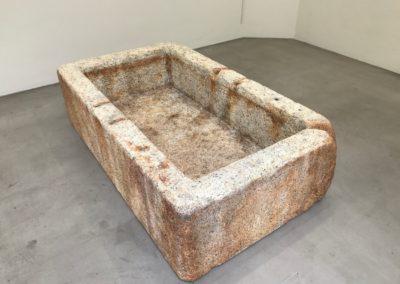 Pour Valentin Carron: Bassin en granit.